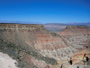 One of many view points on The Gander Trail, northern rim of Gooseberry Mesa